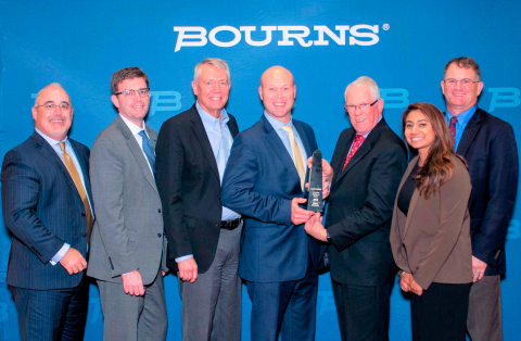 Mouser Electronics receives the 2018 e-Commerce Distributor of the Year award from Bourns. Pictured  ...