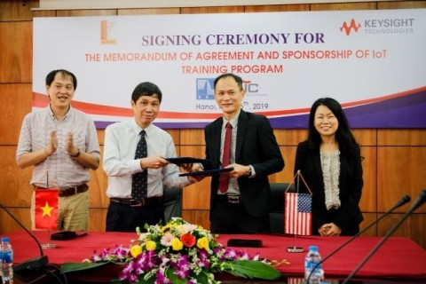 Photo taken at Hanoi University of Science and Technology after Memorandum of Agreement signing ceremony for joint IoT teaching laboratory with Assoc. Prof. Dr. Nguyen Huu Thanh, Dean (L-1) and Prof. Dinh Van Phong, Vice President (L-2). (Photo: Business Wire)