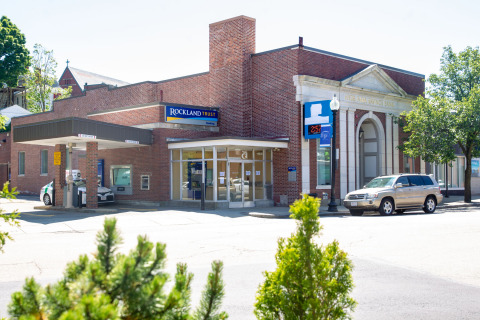 Rockland Trust Welcomes Blue Hills Bank Customers (Photo: Business Wire)