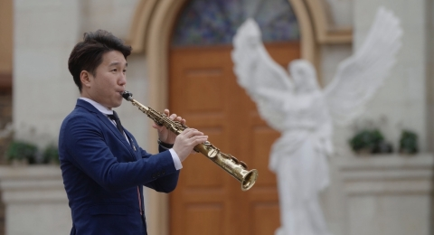 Under the Chang'an Pagoda in Xi'an Chanba Ecological District, Liu Lei, a young Saxophone performer  ...