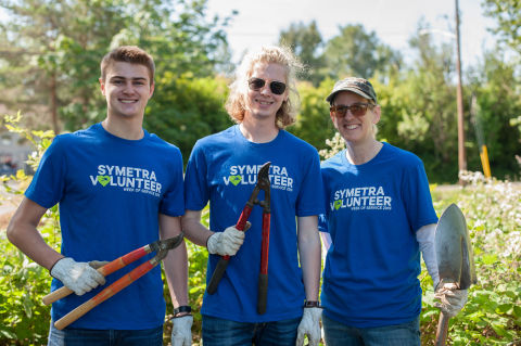 Symetra CEO Margaret Meister (right) joined a team of employees during a 2019 Symetra Week of Servic ...