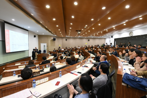 Keynotes session between representatives from the Finnegan Law Firm, Boehringer Ingelheim, Merck KGaA, China Venture Capital, Wux Biologics, innovative companies, and ATLATL, discussing the AVIC+Lab model. (Photo: Business Wire)