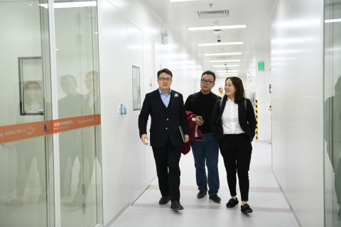 Originating from Fudan University, Shanghai, the three old friends reunited in the ecosystem after moving back from America. Dr. Zhu (left), the founder of ATLATL to provide AVIC+Lab for commercializing innovations, Dr. Pan (middle), the founder of a gene therapy company, and Dr. Li (right), copartner of Caleb Capital, facilitating innovative biotechniques. (Photo: Business Wire)