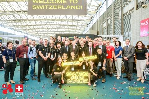 Swiss Ambassador Bernardino Regazzoni, CEO of CES ASIA Gary Shapiro and swissnex China team with the 22 Swiss startups at the #SWISSTECH Pavilion. (Photo: Business Wire)