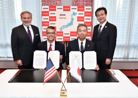 The signing of the collaboration agreement. From left to right: Dan Brouillette, Deputy Secretary, U.S. Department of Energy; Mark Whitney, Executive Vice President and General Manager for AECOM's Nuclear & Environment strategic business unit; Goro Yanase, Chief Nuclear Officer, Toshiba ESS; and Taizo Takahashi, Commissioner, Agency for Natural Resources and Energy (ANRE). (Photo: Business Wire)