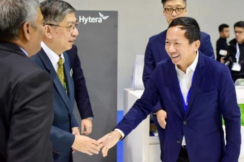 Mr Tan Chuan Ou (in the middle), Deputy Secretary General, Ministry of Communications and Multimedia of Malaysia, visited Hytera booth and exchanged ideas with Mr Chen Qingzhou (on the right), Founder and Chairman of Hytera. (Photo: Business Wire)