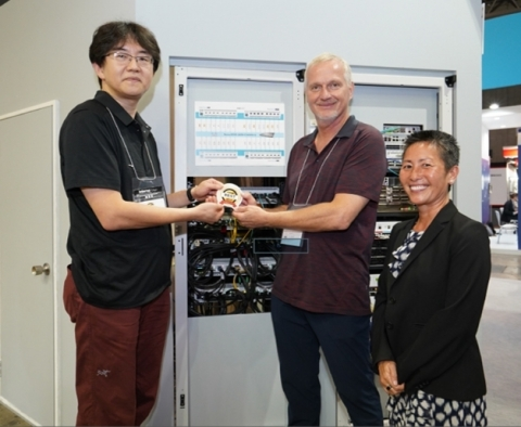 From Left to Right: Dr. Masafumi Oe, assistant professor, Astronomy Data Center, National Astronomical Observatory of Japan presents Best of Show Award at Interop Tokyo 2019 for the AresONE-400GE test systems to Jerry Pepper, Keysight Fellow, Ixia Solutions Group, Keysight Technologies, and Thananya Baldwin, vice president, strategic programs, Ixia Solutions Group, Keysight Technologies. (Photo: Business Wire)