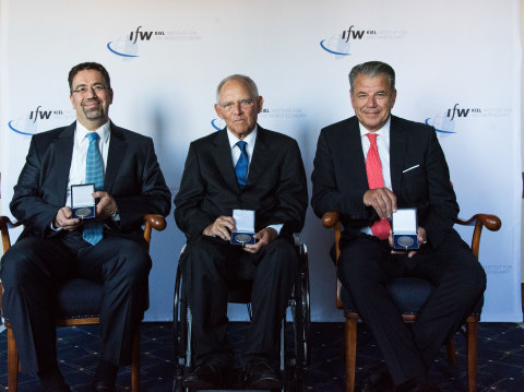 (from left) Prof. Daron Acemoglu, Ph.D., Professor of Economics, Massachusetts Institute of Technology; Dr. Wolfgang Schäuble, MdB, President of the German Bundestag, and: Hikmet Ersek, CEO of Western Union receive the Global Economy Prize award from Kiel Institute for the World Economy for their contributions in politics, economics and business, respectively. (Photo: Business Wire)