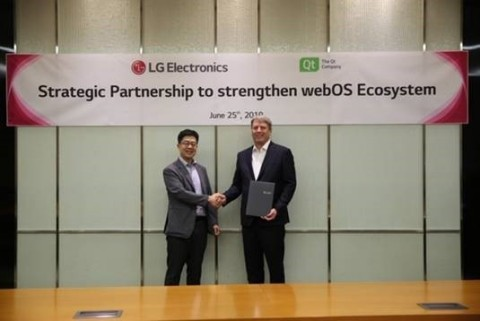 I.P. Park, president and CTO of LG Electronics (left) and Juha Varelius, CEO of The Qt Company (right) (Photo: Business Wire)