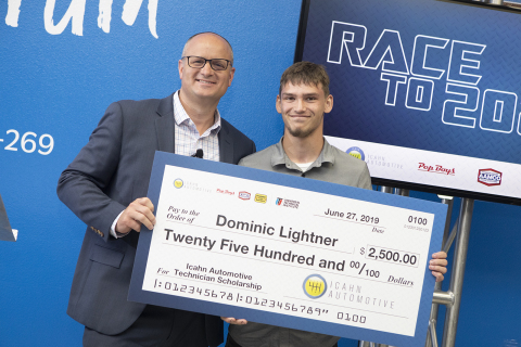 Icahn Automotive Service CEO Brian Kaner presents a $2,500 scholarship today to Dominic Lightner, student at the Orlando campus of Universal Technical Institute, during the Race to 2026 event today. (Photo: Business Wire)