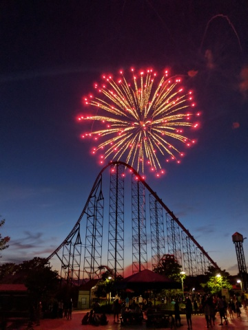 Enjoy Thrilling Coasters, Coca-Cola Cool Zones and Nightly Fireworks at Coca-Cola July 4th Fest at Six Flags Parks July 3-6. (Photo: Business Wire)