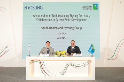 Hyosung Chairman Cho Hyun-Joon signed a memorandum of understanding with Amin H. Nasser, president and CEO of Saudi Aramco, a global petrochemical company of Saudi Arabia, at Conrad Seoul in Yeouido, Seoul, on June 25 to consider building a carbon fiber plant. (Photo: Business Wire)