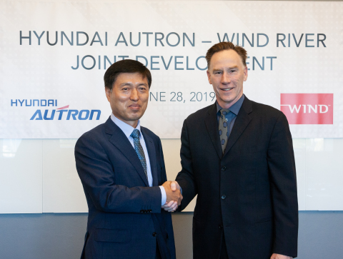 Dae Heung Moon, CEO of Hyundai Autron and Jim Douglas, President and CEO of Wind River (Photo: Business Wire)
