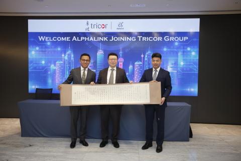 由左至右:卓佳香港行政總裁溫佩麟; Alphalink董事總經理趙軍; 卓佳中國副行政總裁張海亮 (照片:美國商業資訊)
