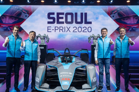 Caption from left to right: Alberto Longo, Deputy CEO and Chief Championship Officer, Formula E; Hee-Beom Lee, President, 2020 Seoul E-Prix Operation Committee; Sweeseng Lee, President, ABB South Korea; Alejandro Agag, CEO and Founder, Formula E. (Photo: Business Wire)