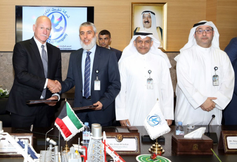 Halliburton and KOC sign integrated services agreement for the offshore development of KOC's six HPHT wells in the Arabian Gulf in Al Ahmadi. Pictured left to right: Halliburton Eastern Hemisphere President Joe Rainey, KOC CEO Emad Mahmoud Sultan, KOC Deputy CEO Drilling and Technology Nayef Al-Enezi and KOC CEO Exploration and Gas Ahmed Al-Eidan. (Photo: Business Wire)