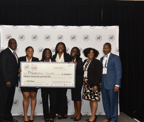 Jesse Tyson, President and CEO of NBMBAA® with members of the Philadelphia LOT® Chapter, the 2019 LOT® Case Competition Grand Prize winners (Photo: Business Wire)