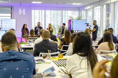 Unconvention: Miami Breakfast Series Panelists (left to right): Julie Loaiza, Leandro Cruz de Paula, Cecilia Seitun, and Mauro Baz (Photo: Business Wire)
