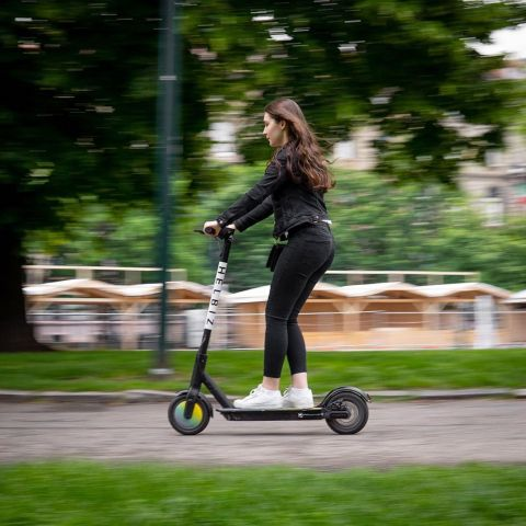 """A fleet of Helbiz electric scooters will be available at the """"New Yorkers on Track"""" experience at the New York City E-Prix for the ABB FIA Formula E Championship Finale this Sunday (July 14, 2019) in Brooklyn. (Photo: Business Wire)"""
