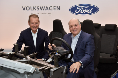 Volkswagen CEO Dr. Herbert Diess and Ford President and CEO Jim Hackett announced their companies are expanding their global alliance to include electric vehicles – and will collaborate with Argo AI to introduce autonomous vehicle technology in the U.S. and Europe – positioning both companies to better serve customers while improving their competitiveness and cost and capital efficiencies. (Photo: Business Wire)