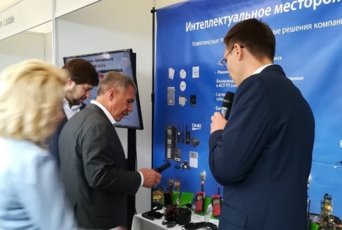 Rustam Minnikhanov, the President of the Republic of Tatarstan, a federal subject of Russia, visited Hytera booth (Photo: Business Wire)