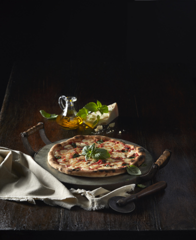 CUT by Cinemark's freshly prepared menu items include hand-stretched pizzas baked in an Italian stone oven, burgers, specialty sandwiches and more. (Photo: Business Wire)