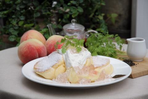 日本產白桃班戟配玫瑰果醬 (照片:美國商業資訊)