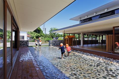 孩子們能戲水的通道 (照片:美國商業資訊)