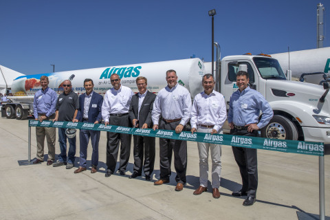 Airgas, an Air Liquide company, held a ribbon cutting celebration at its new Stockton, Calif., liquid carbon dioxide and dry ice facility on July 16. Shown L to R: Andy Cichocki, Chief Operating Officer –Airgas; Ryan McGinnes, Plant Manager – Airgas Stockton CO2 Plant; Supervisor Tom Patti, San Joaquin County Board of Supervisors; Matt Whitton, Region President – Airgas NCN; Tom Thoman, Senior Vice President – Airgas Merchant Gases; Ian Phillips, President – Airgas Dry Ice; Pascal Vinet, Chief Executive Officer – Airgas; Jay Worley, Division President – Airgas West Division. (Photo: Business Wire)