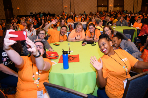 Teachers take a group selfie at VIPKid Journey in Las Vegas. Photo Credit: VIPKid/Grant Miller Photography