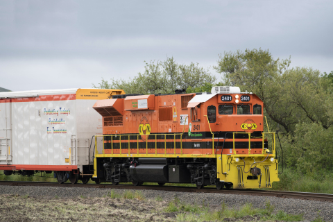 One of two new U.S. EPA Tier 4-compliant low-emission locomotives now in service on the California Northern Railroad (Photo: Business Wire)