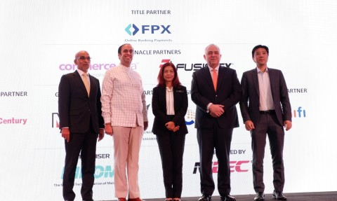 (L-R) Malaysia Digital Economy Corporation (MDEC) Acting Chairman Dato' Mathialakan Chelliah, National Tech Association of Malaysia (PIKOM) Chairman Ganesh Kumar Bangah, Communications and Multimedia Ministry Secretary-General Dato' Suriani Ahmad, Payments Network Malaysia Sdn Bhd Group CEO Peter Schiesser, and Fusionex Founder & Group CEO Dato' Seri Ivan Teh at the launch of the 'FPX #MYCYBERSALE 2019'. (Photo: Business Wire)