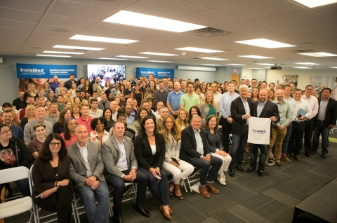 Jamie Dimon, Chairman and CEO of JPMorgan Chase & Co. visits with InstaMed employees in Philadelphia (Photo: Business Wire)