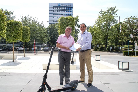 Holger Hütz, Vice President of TÜV Rheinland Engineering & Type Approval (left) delivered the German certificate according to small electric vehicles directive (eKFV) to Dennis Hardholt, President of Segway-Ninebot EMEA (Photo: Business Wire)