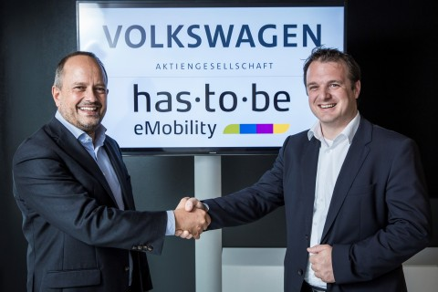 Handshake Thorsten Nicklass (CEO Elli) and Martin Klässner (CEO has·to·be) Copyright: bernhardhuber.com for Volkswagen AG (Photo: Business Wire)
