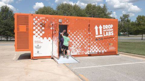 Drop Anywhere Labs bring middle and high school students an immersive, hands-on mobile STEM learning experience focused on career and skills education. (Photo: Business Wire)
