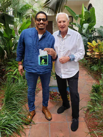 Rohan Marley, BAM-FX brand spokesperson and Harvey Kaye, Chairman of Zero Gravity Solutions (Photo: Business Wire)