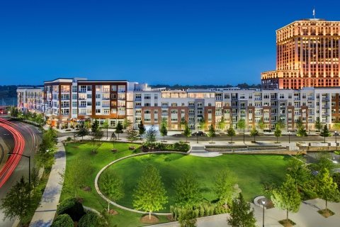 AMLI Buckhead in Atlanta is AMLI's most recent LEED Platinum community. AMLI also developed the adjacent award-winning, 1-5-acre Marie Sims Park. (Photo: Business Wire)