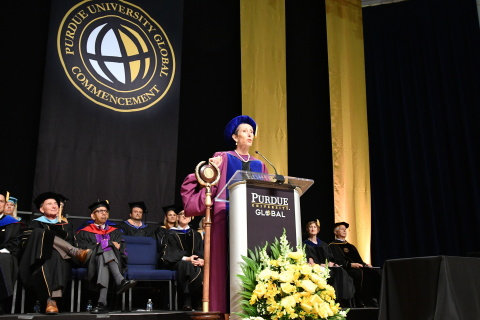 Purdue University Global Chancellor Dr. Betty Vandenbosch addresses nearly 700 graduates at commencement in Washington, DC on Aug. 10. Those attending traveled from 46 states and several foreign countries. (Photo: Business Wire)