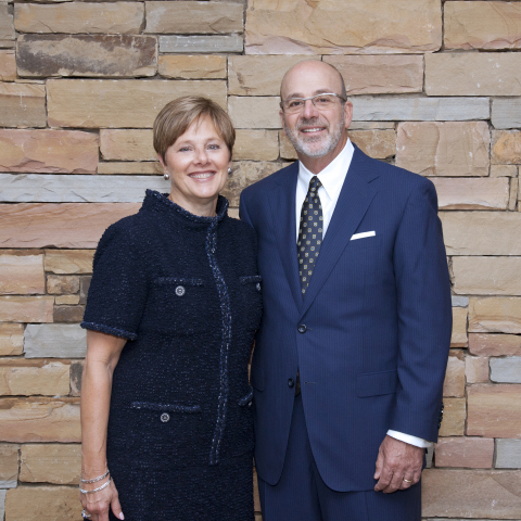 Helen and Jimmy Carlos, 2019 honorees of the Hearts and Hands Gala to benefit Atlanta Ronald McDonald House Charities. (Photo: Business Wire)