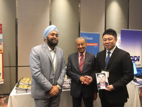 From left to right: Tharminder Kuckreja, Representative of NIPPON Platform Malaysian branch; YAB Tun Dr. Mahathir Mohamad, Prime Minister of Malaysia; Jun Takagi, CEO of NIPPON Platform (Photo: Business Wire)