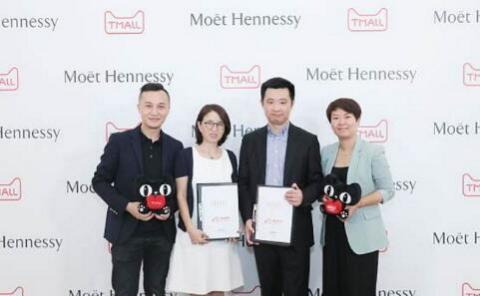 From left to right: Mr. Zhang Jidan, General Supervisor of E-commerce of Moët Hennessy Diageo Company Limited (Shanghai); Ms. Wulin, General Manager of Tmall Big Food; Mr. Zhu Yuanping, Vice-President of Sales of Moët Hennessy Diageo Company Limited (Shanghai); and Ms. Yafei, Chief Supervisor of Wines and Drinks at Tmall. (Photo: Business Wire)