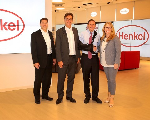 Henkel welcomed U.S. Senator Richard Blumenthal to its North American Consumer Goods Headquarters in Stamford, CT, to meet with employees and tour the newly-opened Henkel Experience Center (Photo: Business Wire)