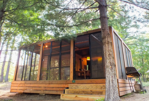 Created with families in mind, Huttopia's Vista chalets feature a modern design that perfectly combines comfort and nature and sleeps up to five people. (Photo: Business Wire)
