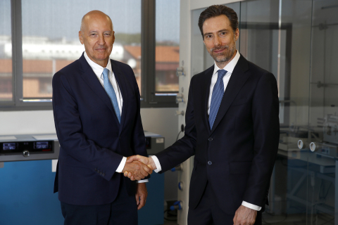 Marc-Olivier Geinoz, new Chairman of Dipharma Francis S.r.l. (on the right), with Jorge Nogueira, new CEO of Dipharma Francis S.r.l. (on the left). (Photo: Business Wire)