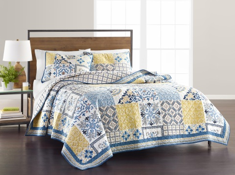 Macy's incredible fall assortment of fashion, accessories, home and beauty is full of perfect pieces to make shoppers feel remarkable. Martha Stewart Collection quilt, $200 (Photo: Business Wire)