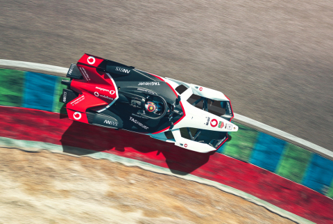エクソンモービルは、ドイツの高級車メーカーであるポルシェとの世界的なビジネスおよび技術的提携関係を拡大し、2019~2020年シーズンのフォーミュラEシリーズで同社と協力。(写真:ビジネスワイヤ)