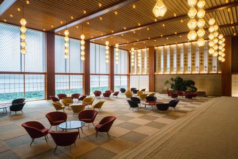 Главное лобби отеля Okura Tokyo (Фотография: Business Wire)