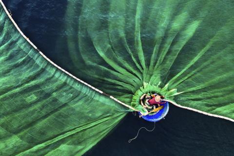 Fisherman in Hon Yen, Phu Yen, Vietnam (Le Van Vinh, Vietnam)