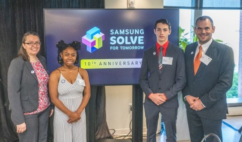 (L-R) 2018-2019 Samsung Solve for Tomorrow National Finalist teacher, Kirstin Bullington and student, Kiana W. of Richland Two Institute of Innovation in Columbia, South Carolina and 2018-2019 Samsung Solve for Tomorrow National Winner student, Jonah H. and teacher, Kevin Lay of Owensville High School in Owensville, Missouri attend the 2019-2020 launch event on September 12, 2019 in Washington, D.C. (Photo: Business Wire)
